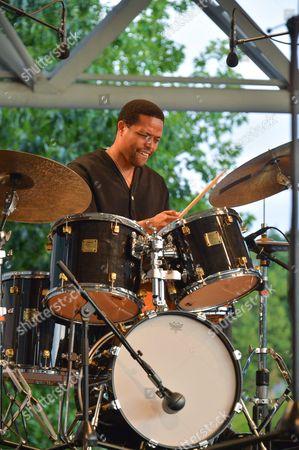 Avishai Cohen Trio - Nasheet Waits (drums)