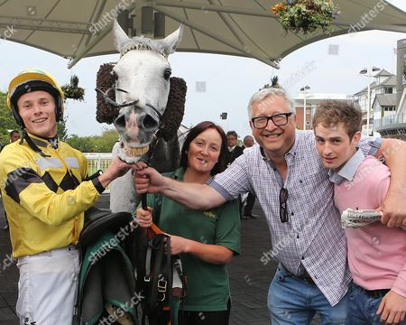 KINGS GREY after winning for James Reveley at Aintree with owner Brian Dunn and Jockey Brian Toomey