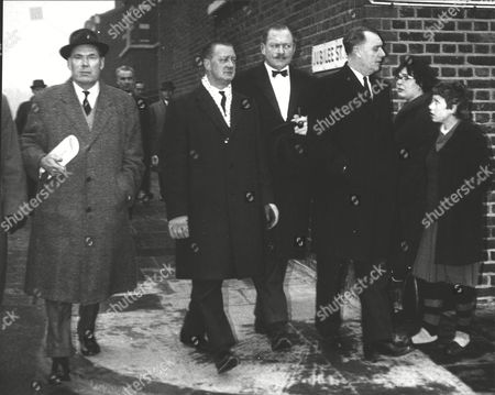 (l-r) Chief. Supt. Ernest Barkway Chief Of Essex C.i.d. Det. Supt. James Axon Head Of Scotland Yard Murder Squad Det. Supt. Leslie Poole Of Southend C.i.d. And Set. Supt. James Beale Head Of H. Division. Kim Roberts Murder Case Story. Box 0589 180615 00241a.jpg.