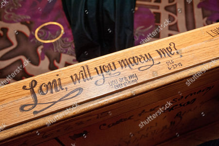 'Loni will you marry me?' sign