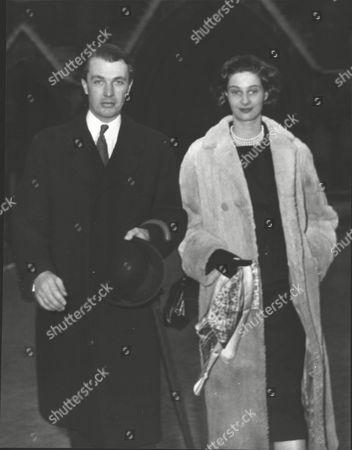 Christopher Loyd With Joanna Loyd (nee: Joanna Smith Bingham) Rehearsing For Their Wedding Their Wedding At St. Margarets Westminster. Box 0589 180615 00174a.jpg.