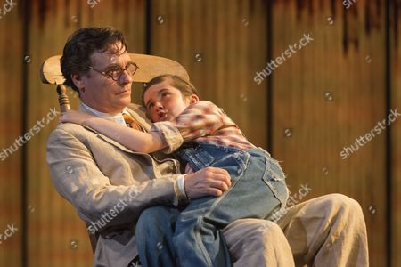 Robert Sean Leonard as Atticus Finch and Ava Potter as Scout