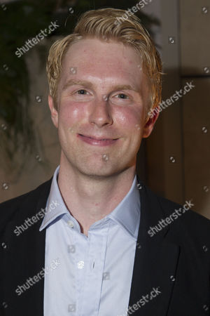 Michael Benz (Jack Worthing)