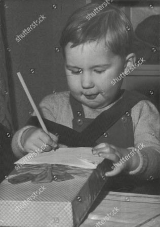 Toddler Paul Moore Writing A Christmas Message To His Mother Ellen Moore Who Recently Gave Birth To His Brother Stephen Moore After Being In A Coma. Box 0591 22062015 00038a.jpg.