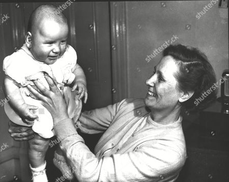 Stephen Moore The 'deep Freeze Baby' With Mother Ellen Moore Who Gave Birth To Him After Being In A Coma. Doctors Put Her Body Put In A State Of 'hibernation' By Lowering Her Body Temperature With Ice. Box 0591 22062015 00048a.jpg.