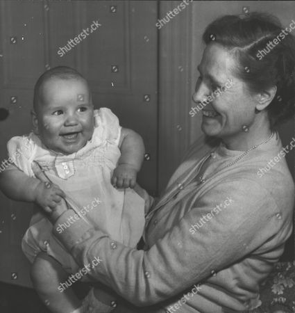 Stephen Moore The 'deep Freeze Baby' With Mother Ellen Moore Who Gave Birth To Him After Being In A Coma. Doctors Put Her Body Put In A State Of 'hibernation' By Lowering Her Body Temperature With Ice. Box 0591 22062015 00049a.jpg.