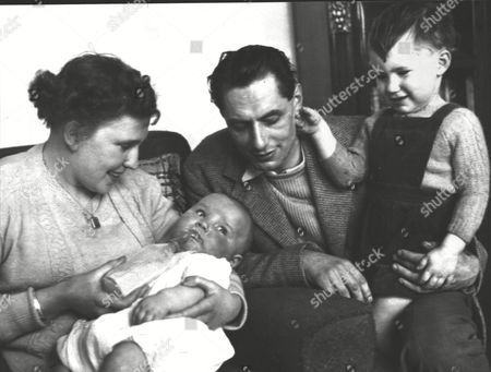 Ellen Moore With Husband Kenneth And Their Two Sons - The Youngest Stephen Moore Was Born After Mrs Moore Had Been In A Coma. Doctors Put Her Body Put In A State Of 'hibernation' By Lowering Her Body Temperature With Ice. Box 0591 22062015 00059a.jpg.