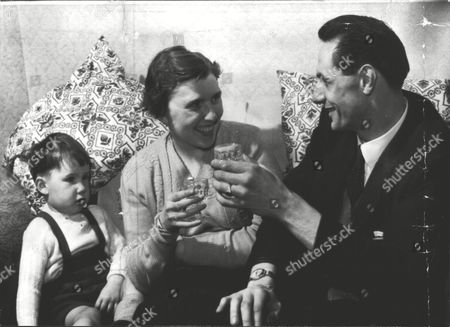 Ellen Moore With Her Eldest Son And Husband Kenneth. Parents Of Stephen Moore The 'deep Freeze Baby'. Ellen Gave Birth To Him After Being In A Coma. Doctors Put Her Body Put In A State Of 'hibernation' By Lowering Her Body Temperature With Ice. Box 0591 22062015 00060a.jpg.