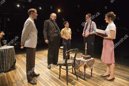 L-R: Edward Bennet as Kenneth Tynan, John Hodgkinson as Orson Welles, Ciaran O'Brien as Sean, Adrian Lukis as Laurence Olivier and Louise Ford as Joan Plowright