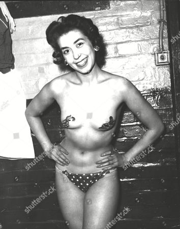 Jan Arnold Former Windmill Girl And Producer Of The 'girlie' Show At The Woolwich Empire Wearing A New Type Of 'stick On' Costume To Hide Her Modesty. Box 0591 22062015 00002a.jpg.