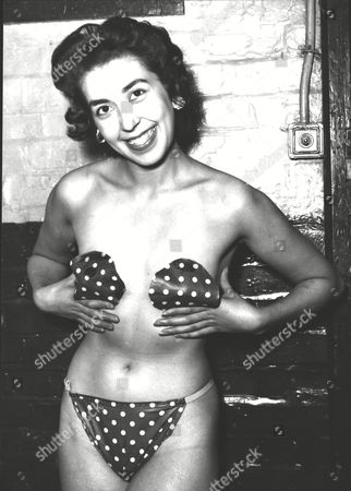 Jan Arnold Former Windmill Girl And Producer Of The 'girlie' Show At The Woolwich Empire Wearing A New Type Of 'stick On' Costume To Hide Her Modesty. Box 0591 22062015 00003a.jpg.