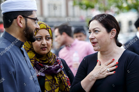Survivor Gill Hicks talking to Imam Qari Asim  as they promote 'Walk Together'