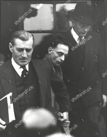 Det. Insp. Patteson (wearing Hat) And Det. Supt. Sam Jackson (left) With Horace Edwards. Horace Henry Edwards 36 Was Sent For Trial At The Old Bailey Accused Of Murdering Seven-year-old Allan Warren. Box 0596 25062015 00457a.jpg.