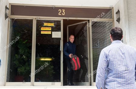 Yanis Varoufakis leaves home after announcing his resignation