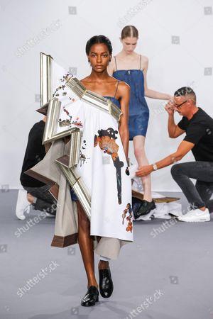 Viktor Horsting, Rolf Snoeren and Model on the catwalk