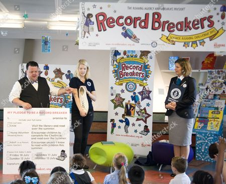 Stock Image of Craig Glenday the editor of the Guiness World Records Book and his team present 'My Pledge to be a Record Breaker' to children of the third year of St. Johns Catholic School, at at Record Breakers - Hosted by Canada Water Library and the Reading Agency.