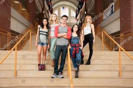 The Duff  Bianca a. Santos, Skyler Samuels, Robbie Amell, Mae Whitman, Bella Thorne