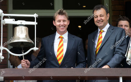 Brett Lee  (L) rings the 5 minute bell with the CEO of MCC Derek Brewer (R)  England v Australia - 2nd Investec Test Match - Ashes Series 2015 - Day 2 - 17/07/2015 - Lord's Cricket Ground - St. John's Wood, London - UK © Andrew Fosker /  Seconds Left / Rex