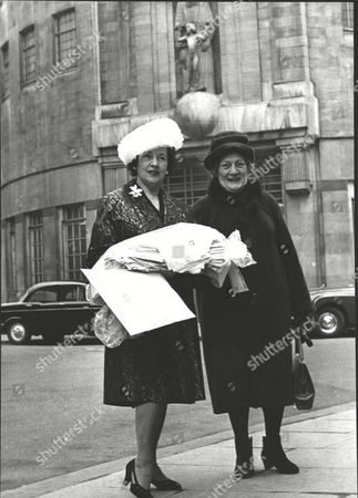 Anne Dyson Former Actress (l) With An Armful Of Letters And Petition As Part Of Her Campaign To Reinstate Ellis Powell As Radio's Diarist. With Her Is Dorothy Hackney. Box 0599 01072015 00259a.jpg.