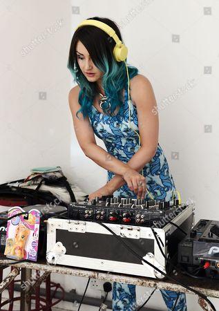 Model DJ's