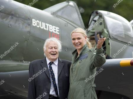 Jodie Kidd and veteran pilot Squadron Leader Geoffrey Wellum with Spitfire