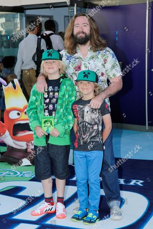 Justin Lee Collins with children