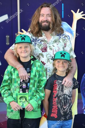 Justin Lee Collins and guests