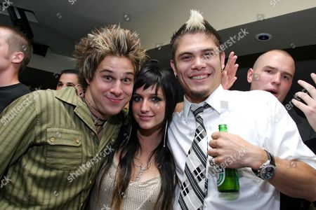 Ryan Cabrera, Ashlee Simpson and Ray Brady relaxing in the VIP Room