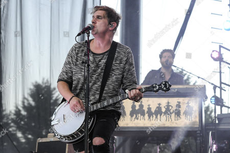 Bo Rinehart of NEEDTOBREATHE performs at Marymoor Park.