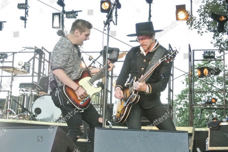 Brothers Bo Rinehart (left) and Bear from NEEDTOBREATHE perform at Marymoor Park.