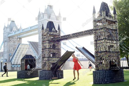 Pollyanna Woodward with the giant Tower Bridge model made out of batteries