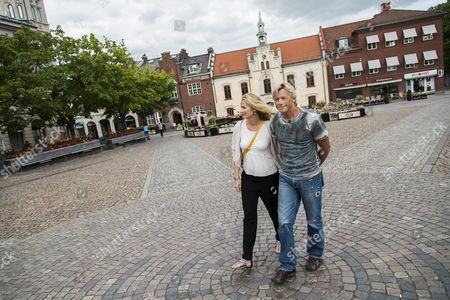 Christopher Atkins and Sandra Ankarbjörk
