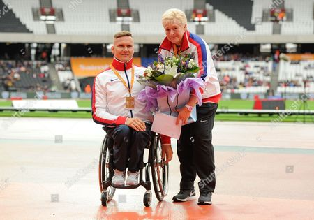 Paralympian David Weir with coach Jenny Archer, presenting her with an Unsung Hero award