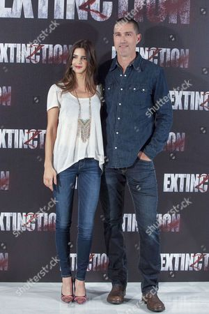 Clara Lago and Matthew Fox