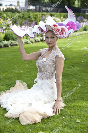 Editorial picture of Royal Ascot: Tv Presenter Anneka Tanaka-svenska. Picture David Crump. 17.6.14.