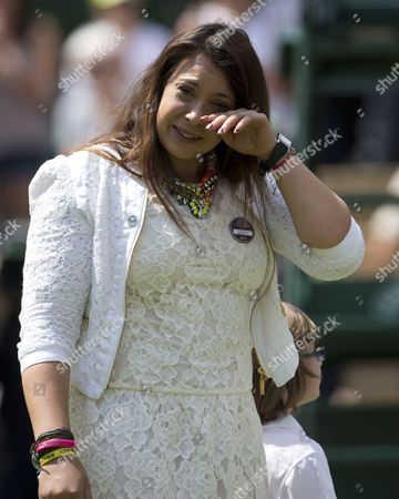 Marion Bartoli Sheds A Tear As She Returns To The Scene Of Her Victory In 2013 With Elle Robus-miller A Young Tennis Player From The Elena Baltacha Academy Of Tennis.