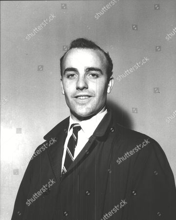 Dennis Edwards Charlton Athletic F.c. Footballer. Box 0607 050315 00013a.jpg.