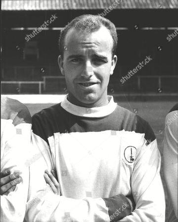 Dennis Edwards Charlton Athletic F.c. Footballer. Box 0607 050315 00014a.jpg.