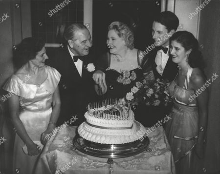 (l-r) Mrs Diana Marsden Sir & Lady Noel Curtis Bennett Thier Son Paul And Their Youngest Daughter Virginia (now Baroness Edward Falz-fein). Cutting Cake To Celebrate Lady Noel Curtis Bennett's 60th Birthday. Box 0606 13072015 00010a.jpg.