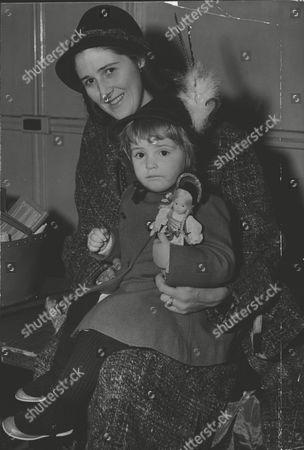 Baroness Ludmilla Von Falz-fein Of Liechtenstein (20-months Old) With Her Mother Baronin Virginia Falz-fein (formerly Miss Virginia Curtis-bennett). Box 0606 13072015 00466a.jpg.