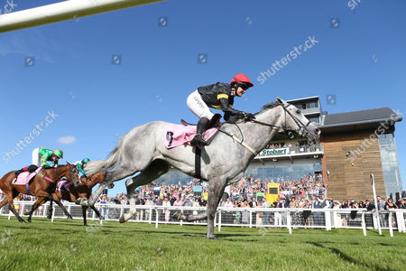 GLASGON Ridden by Miss S Brotherton (RED CAP BLACK& YELLOW) wins at Carlsile