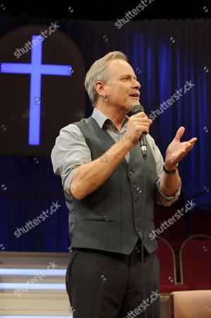 William Gaminara (Pastor).