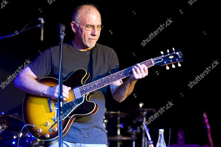 Legendary Blues guitarist and Grammy award winner Larry Carlton performs a masterclass hosted by The Guitar Institute at The Bedford Arms in South London. Carlton is best known for his groundbreaking work with Steely Dan, John Lennon and The Crusaders. Calrton also wrote the theme music to many famous TV shows including 'Hill Street Blues'