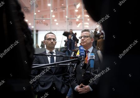 Heiko Maas, Federal Minister of Justice SPD, and Lothar de Maiziere, Federal Minister of the Interior CDU (right), during a press call concerning a planed anti doping law in Berlin