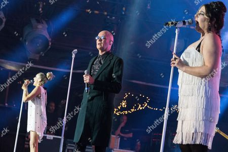 Joanne Catherall, Phil Oakey, Susan Ann Sulley, The Human League backstage