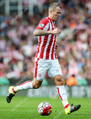 Glenn Whelan of Stoke City during the Barclays Premier League match between Stoke City and Liverpool played at the Britannia Stadium, Stoke
