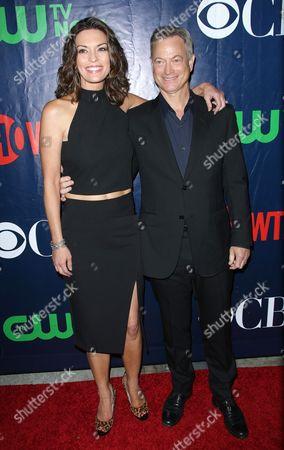 Alana De La Garza and Gary Sinise
