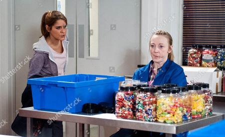 Ali Spencer [KELLI HOLLIS] suggests she and Rachel Breckle [GEMMA OATEN] do a job share so that she can see Sean when necessary but is thrown to discover Rachel's on a better financial deal. Ali accuses Rachel of using Sean's accident to get more money.
