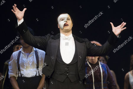 Geronimo Rauch (The Phantom of the Opera) during the curtain call