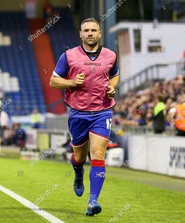 David Dunn of Oldham Athletic warms up